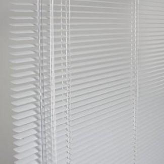 Witte aluminium jaloezieën
